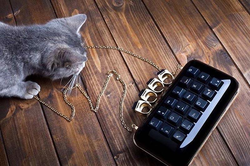 clutch-tokyo-con-gatto